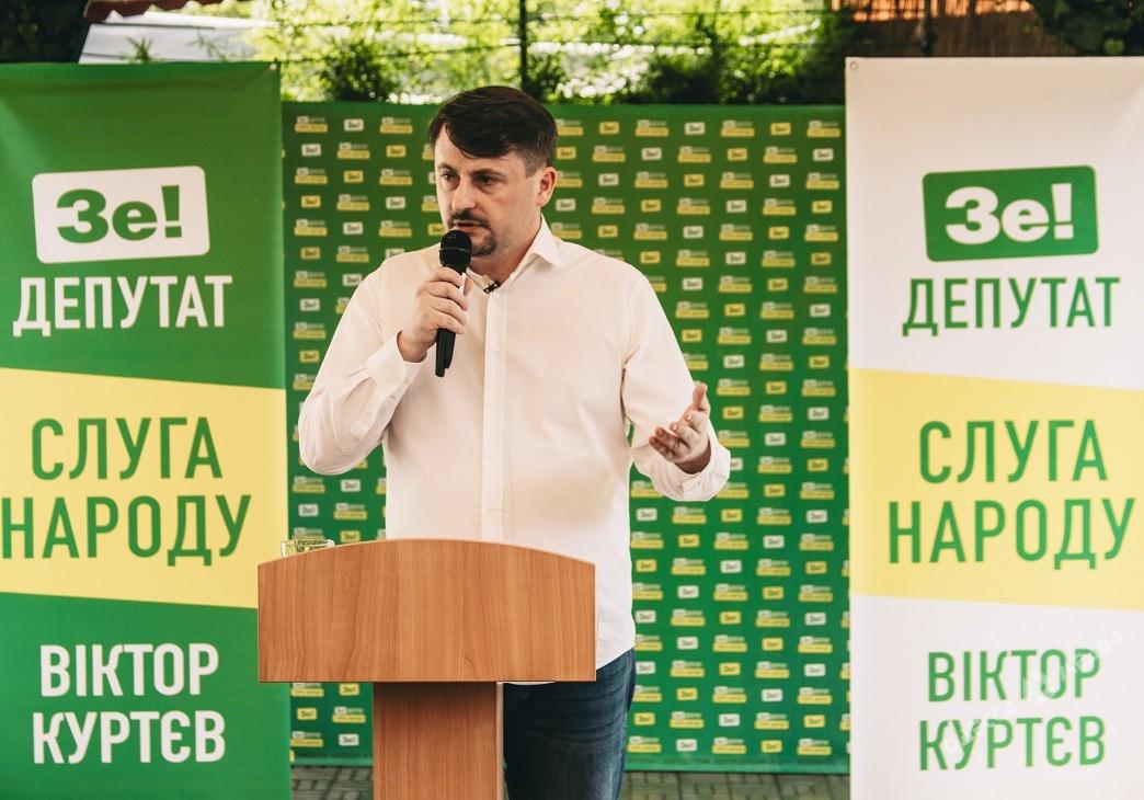 Виктор Куртев вызвал своего главного конкурента по округу Анатолия Урбанского на дебаты