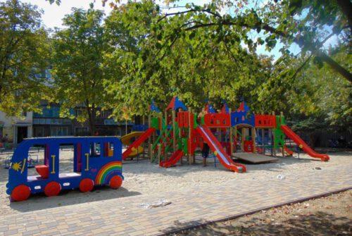 То пусто, то густо: как в Измаиле строят детские площадки