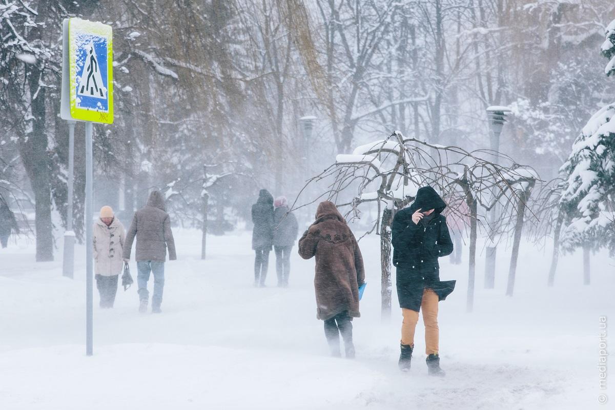 В начале недели в Украине сложные погодные условия: снегопады, метели, сильный ветер и до 22 градусов мороза